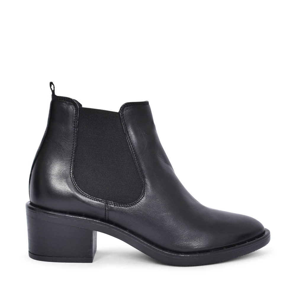 ADA CHELSEA LEATHER D FIT MEDIUM HEEL ANKLE BOOT FOR LADIES in BLK LEATHER