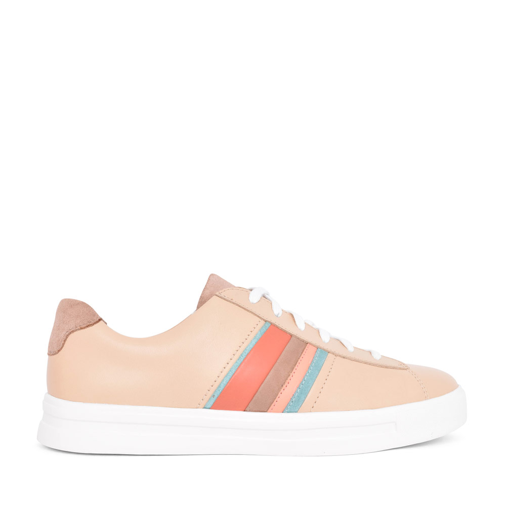 LADIES UN MAUI BAND LEATHER D FIT LACED TRAINER in TAN