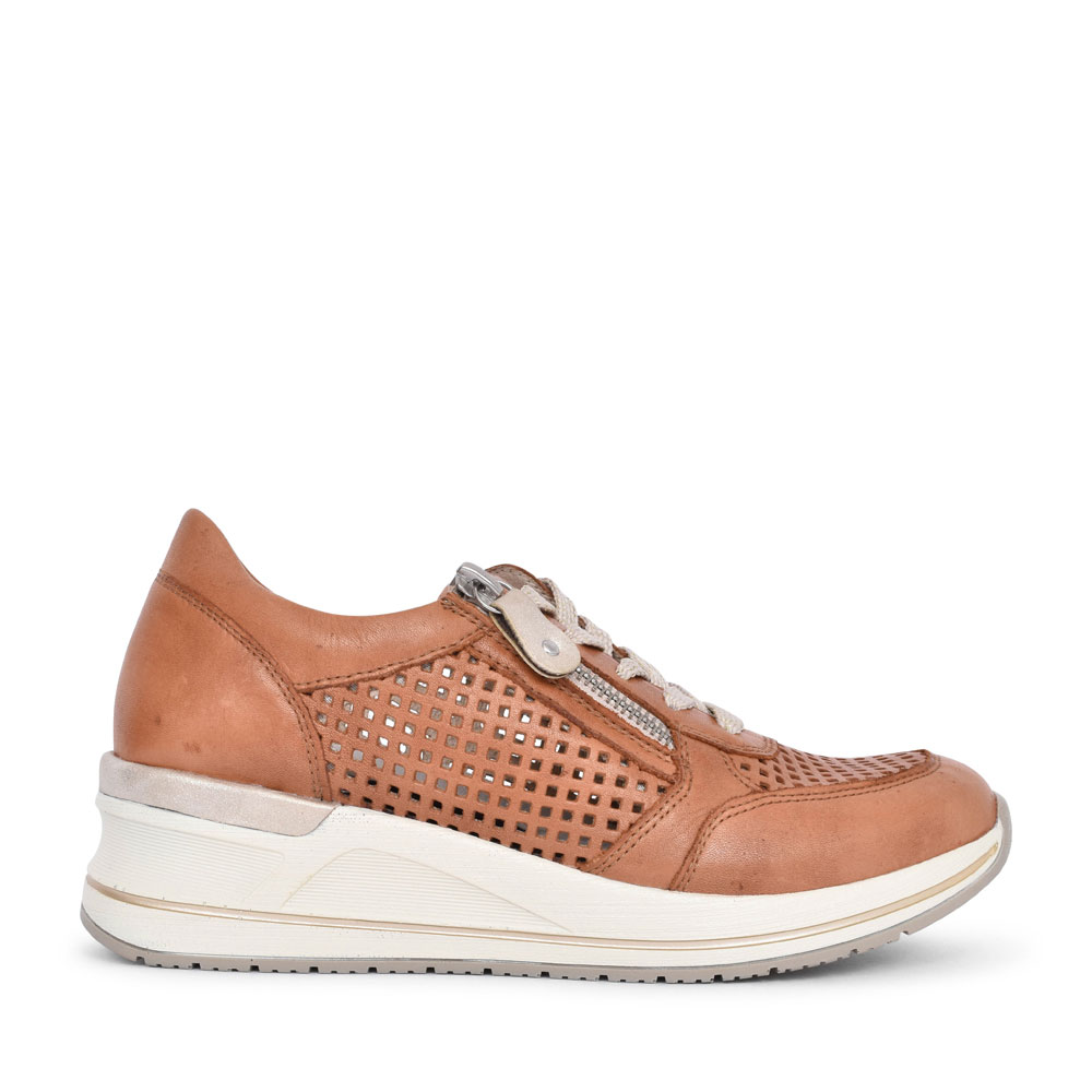 LADIES D3200 LACED WEDGE TRAINER in TAN