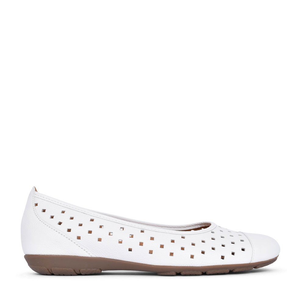 LADIES 44.169 RUFFLE SLIP ON SHOE in WHITE