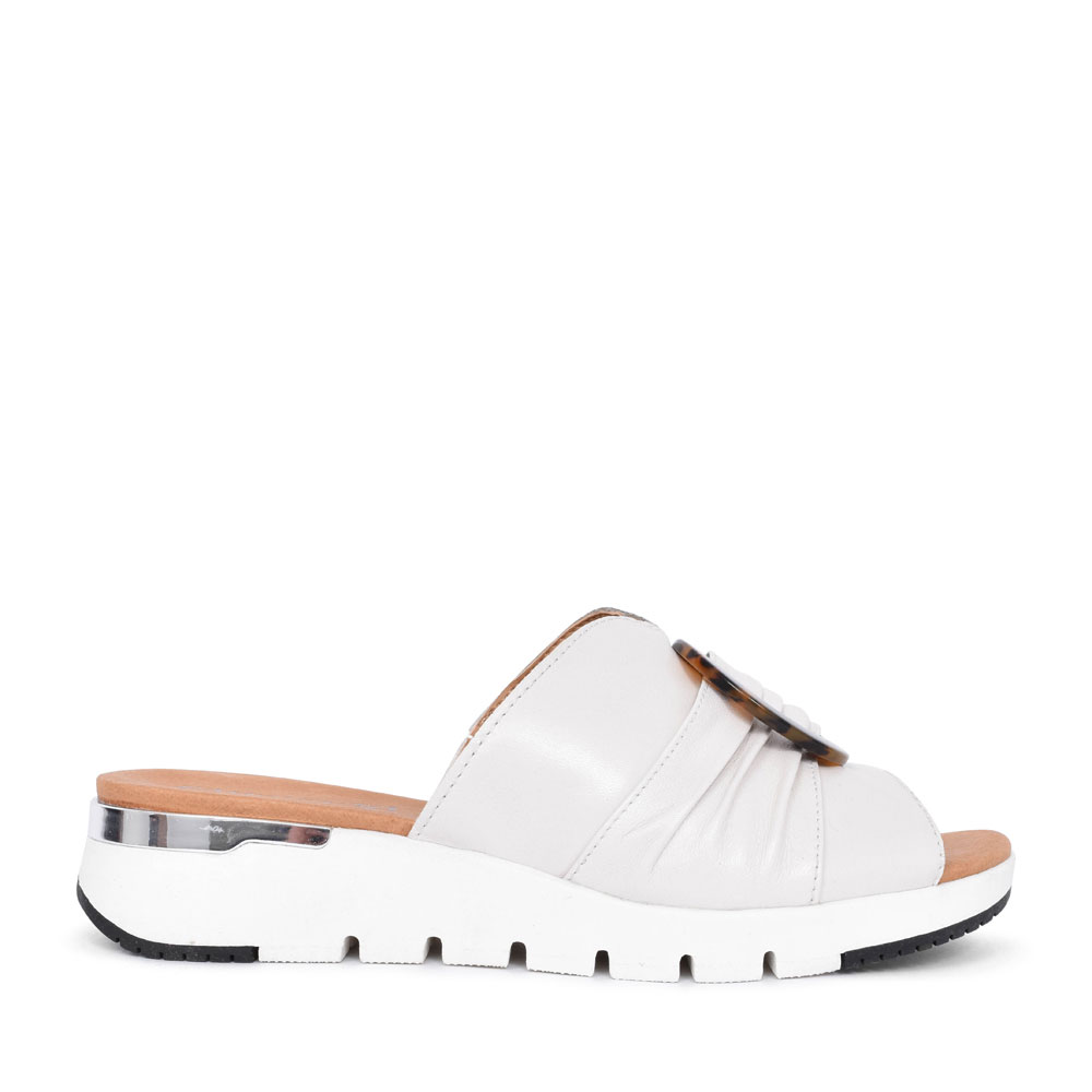 9-27200 LEATHER WEDGE SLIDER SANDAL FOR LADIES in WHITE