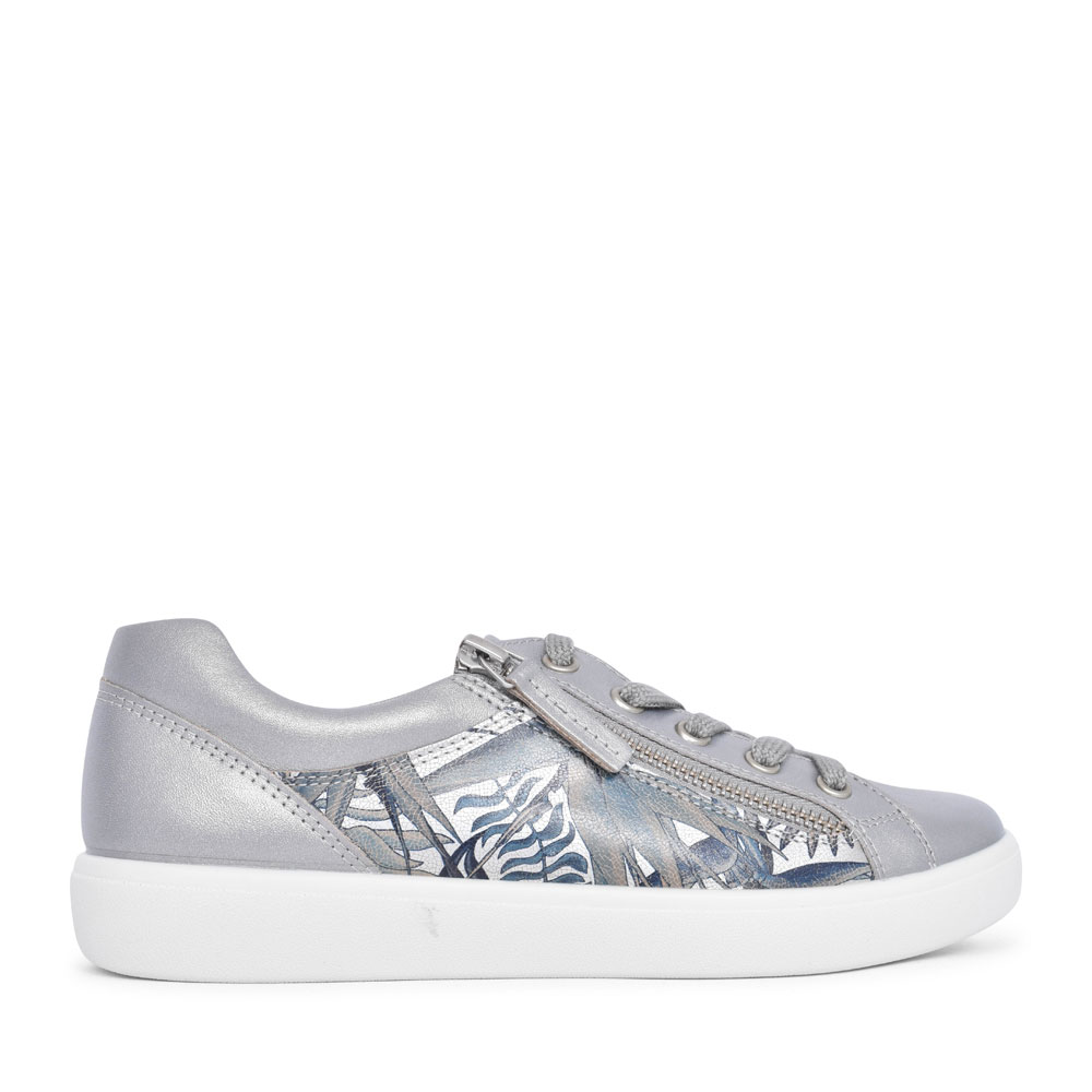 LADIES CHASE STD. FIT LACED TRAINER in METALLIC