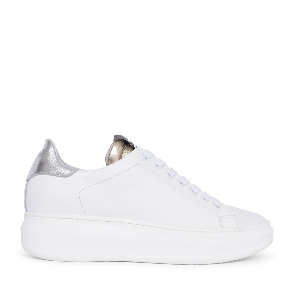 LADIES 1600 CASUAL LACED TRAINER in WHITE