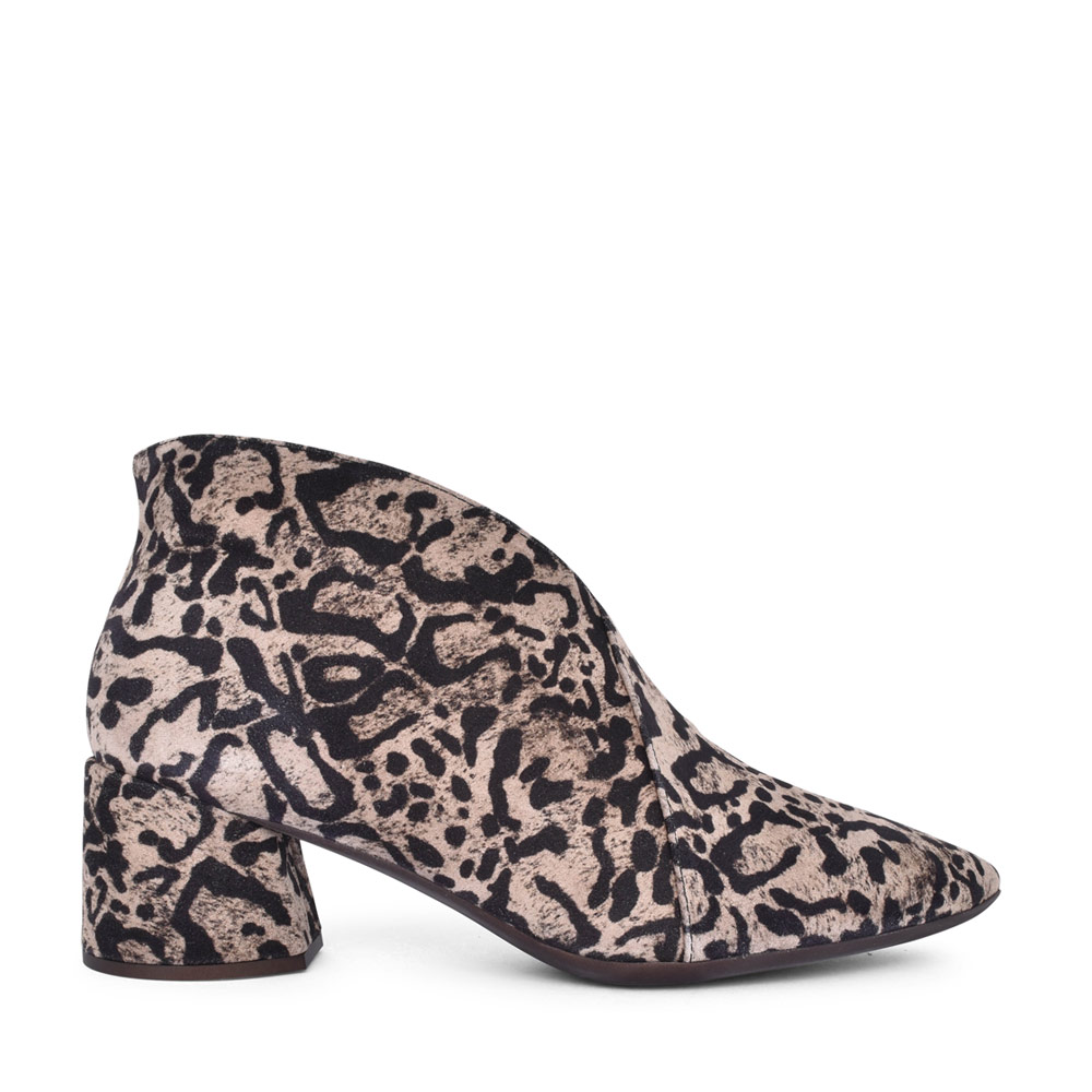 LADIES I-8021 LOW HEEL LEOPARD PRINT ANKLE BOOT in TAUPE
