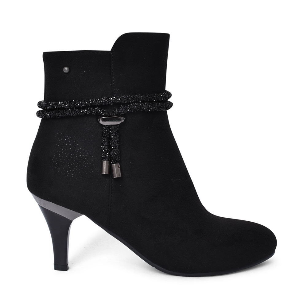 LADIES JADRA MEDIUM HEEL ANKLE BOOT in BLACK