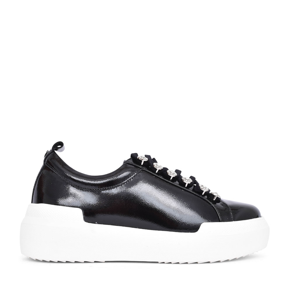 LADIES ALEJANDRA LACED EYELETS TRAINER in BLK PATENT