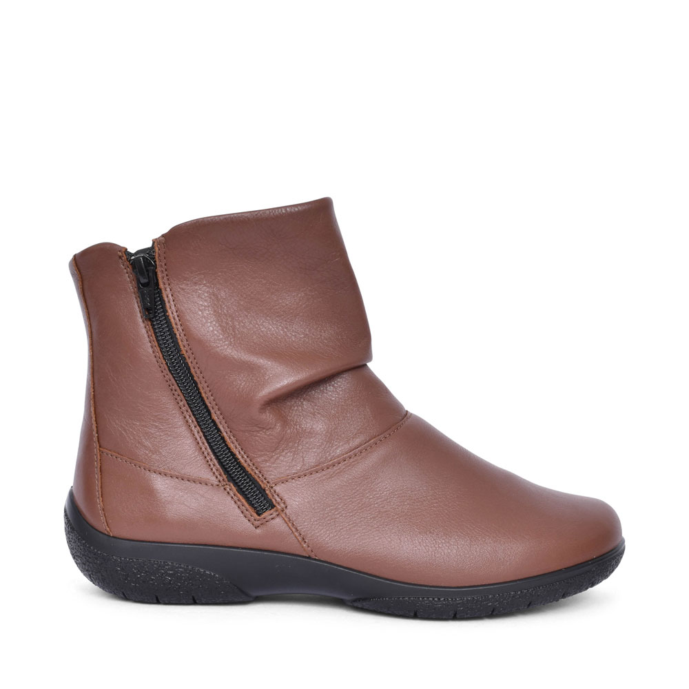 LADIES WHISPER WIDE FIT LEATHER ANKLE BOOT in TAN