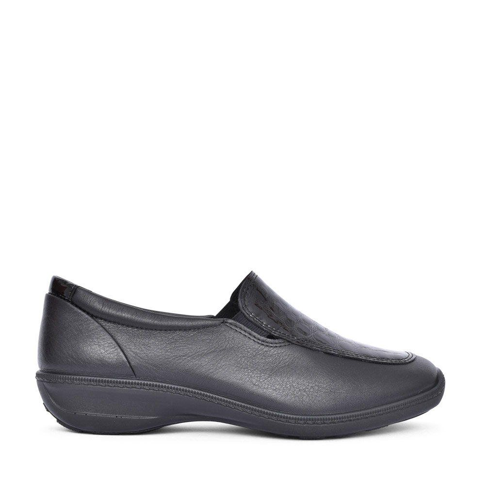 LADIES CALYPSO WIDE FIT SLIP ON SHOE in BLACK
