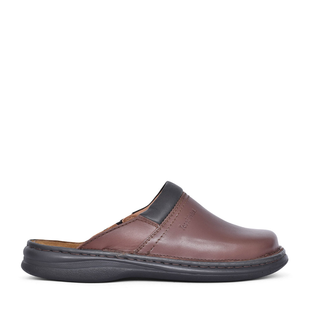 MENS 10663 MAX MULE SLIPPER in BROWN