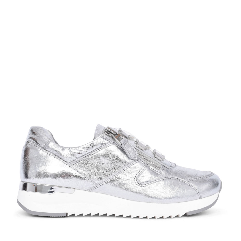 LADIES 9-23704 LACE UP TRAINER in SILVER