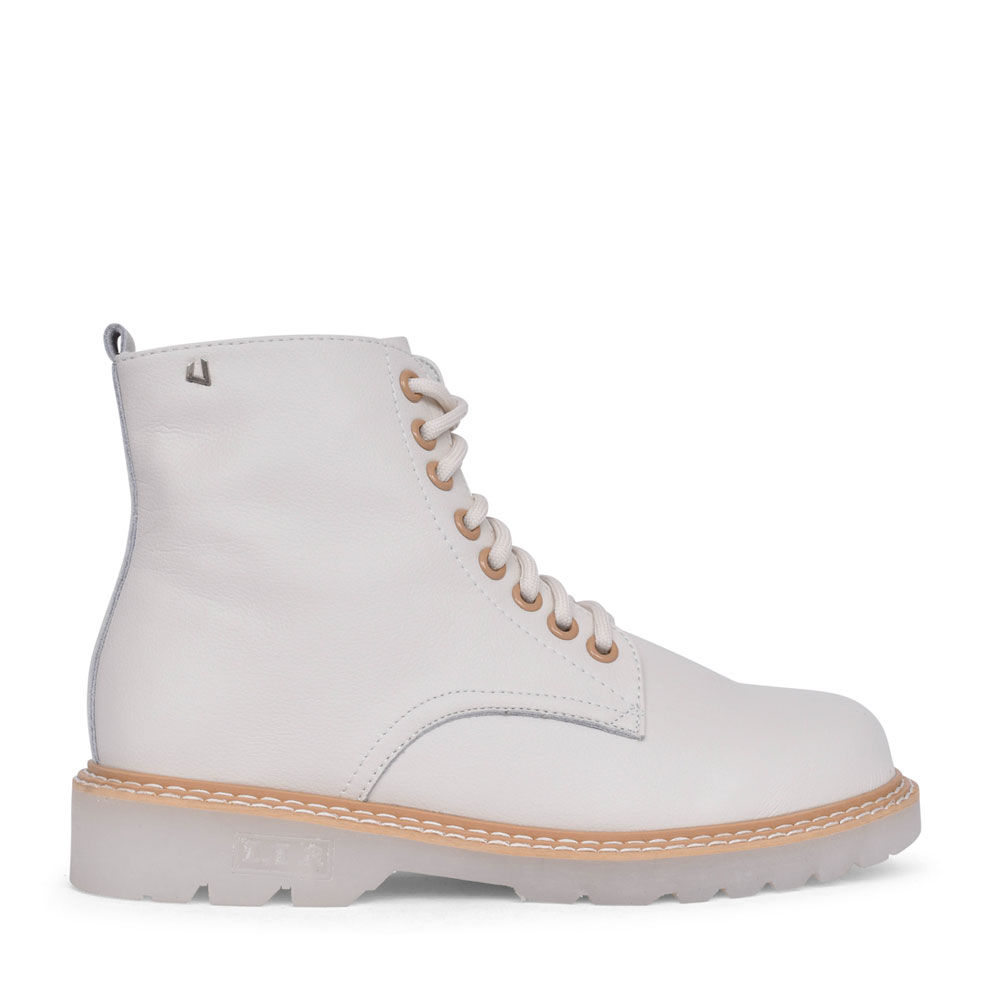 LADIES LACE UP ANKLE BOOT in WHITE