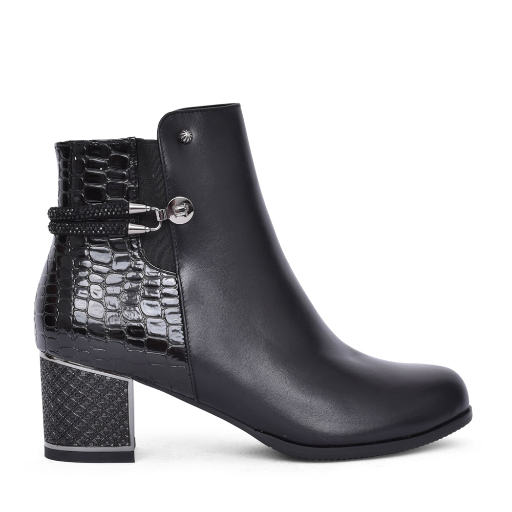 LADIES F1064A ANKLE BOOT in BLACK
